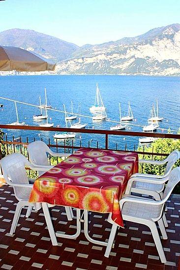 Apartment Gardasee mit grossen Balkon mit Tisch in residence Gardasee Casa Maria
