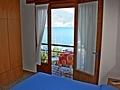 Das Bild zeigt Apartment Gardasee mit Balkon mit Panorama